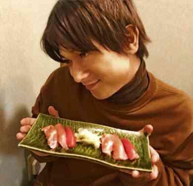 にぎり寿司を二口で食べるのってどう?