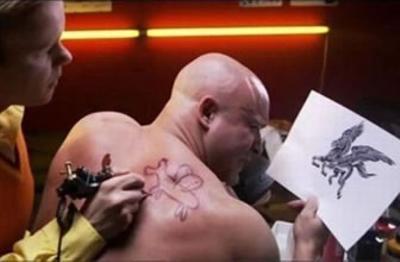 マット・デイモン、親友ベン・アフレックの酷評タトゥーに言及「彼の芸術表現」