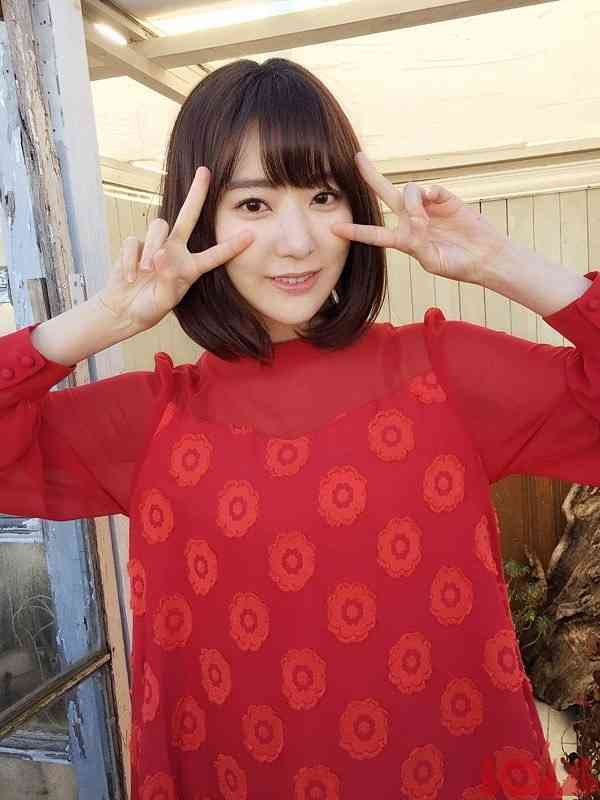 浅田真央のファッション誌掲載ショットが「眩しすぎる」「輝きがすごい」と大反響