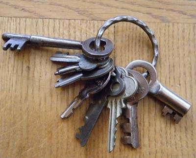 たくさん鍵を持っている方、キーリングとキーケース