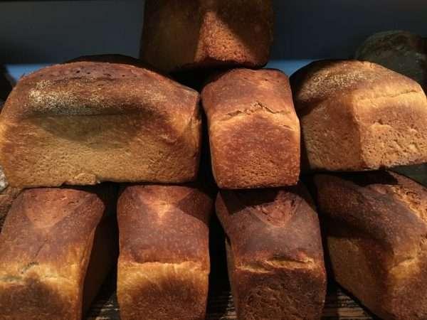 硬いパンが好きな人~!