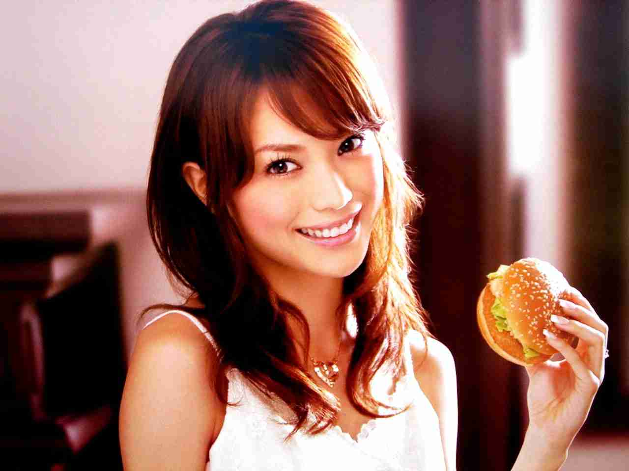 堀田茜、異常すぎる潔癖ぶり キスのあとにウェットティッシュで…