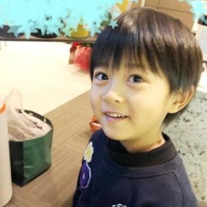 海老蔵、長男・勸玄くんの5歳誕生日を祝福 ファンからは「ますますママにそっくり」の声