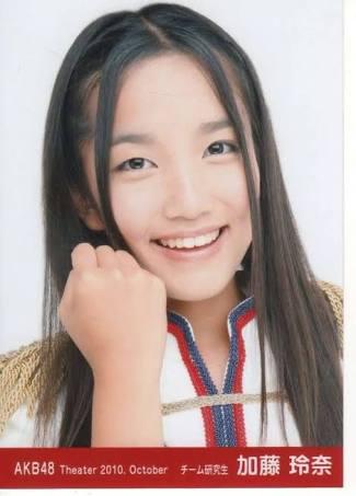 AKB48加藤玲奈、初ソロ写真集は「女の子のためのエロ本」 大胆露出が話題に