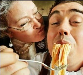 母親が息子に甘いのは普通ですか?