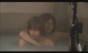 瀬戸康史、裸で抱き寄せるシャワーシーンに反響「直視できない」「鼻血」全女子が陥落<海月姫>