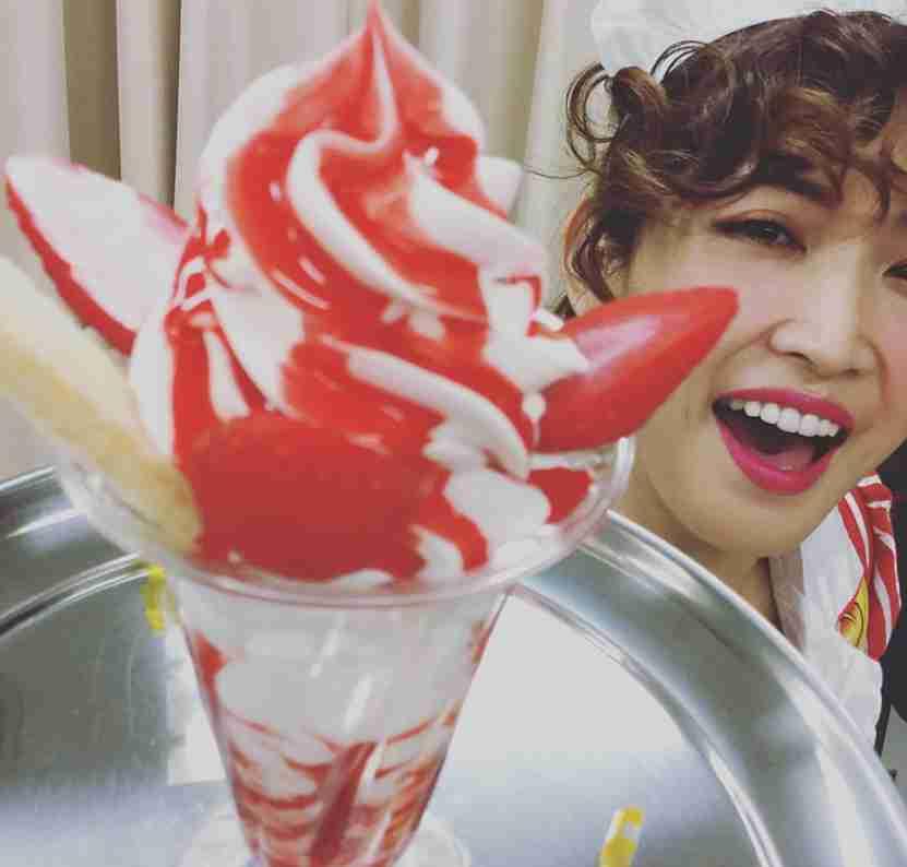 「ちょうどいい肉付き」のボディ?紗栄子がピンクの下着でセクシーポーズ