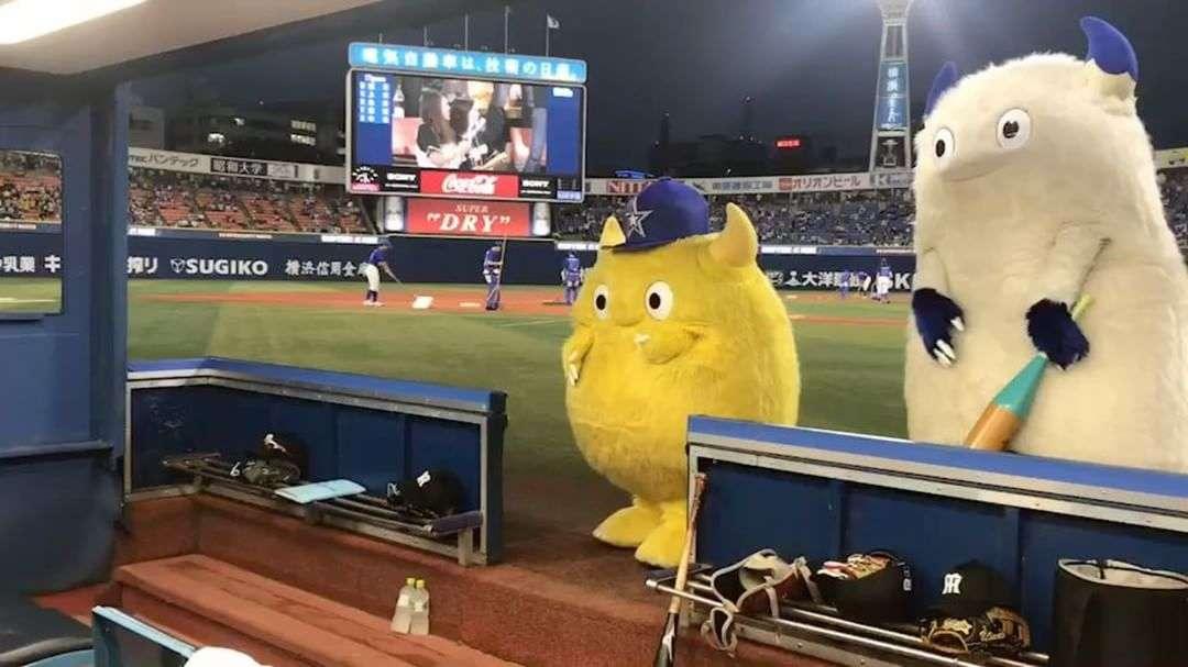 球団マスコットのファンの人〜!