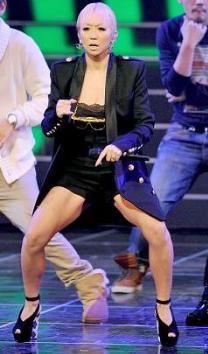 「ほっそ!」倖田來未 美くびれショット公開で「スタイル良すぎ」