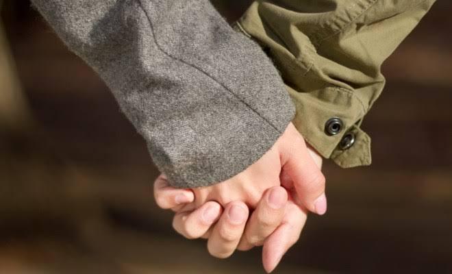 子供がいても夫婦で手をつなぎますか?