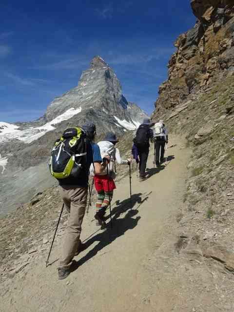 これからハイキングに行くみたいな画像