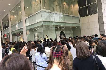安室奈美恵さんとH&Mのコラボ商品求め、日本一並んだ沖縄 開店前に600人の行列