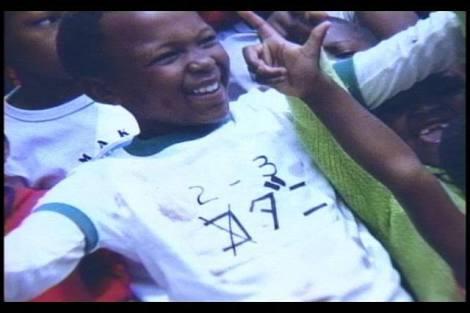 中学生の履きふるしの体育館シューズをマダガスカルの子に贈呈 「今から喜ぶ姿が目に見えます」
