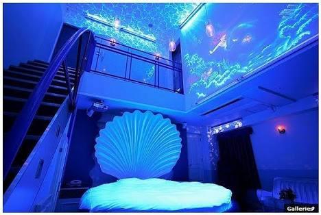 面白いラブホテルの部屋の写真を下さい