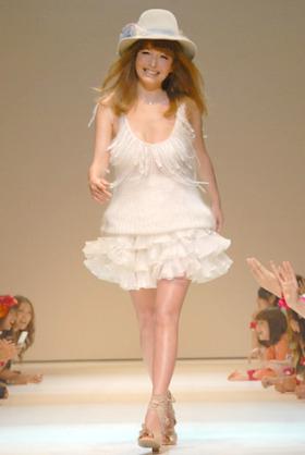 梨花、40代とは思えない美スタイルを披露もまたも画像加工疑惑が噴出のワケ