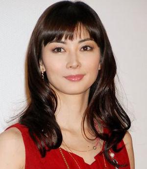 伊東美咲、久々のCM出演で