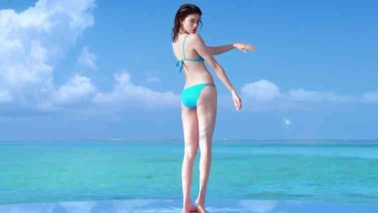 ローラ、圧巻スタイルあらわな水着姿 絶賛続々