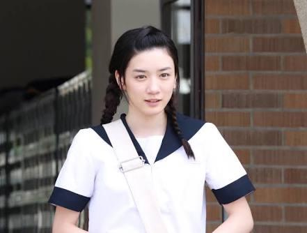 広瀬すず&永野芽郁、W表紙でファッショナブルに魅せる