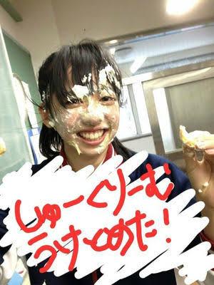 【どう思う?】ケーキやシュークリームを顔面にぶつける「顔面シュークリーム」が流行中…「食べ物を粗末にするな」「買ったものは自由」と賛否両論です