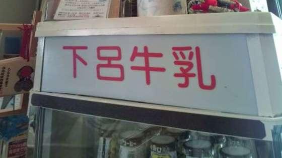 いしだ壱成&飯村貴子夫妻の公開キスにどよめき、会場のコールに応じる