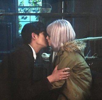 キスする寸前の画像を貼るトピ