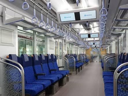 電車に乗っている間どこを見ていますか?