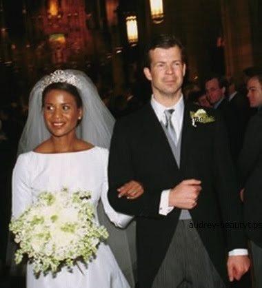 ヘンリー王子 婚約写真のドレスに非難囂々