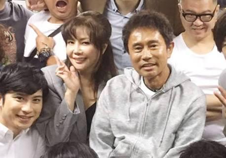 松本人志、50年かかって母と手を繋ぐ… ファン感動「ほっこり」「胸熱」