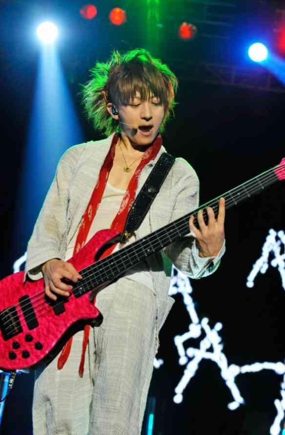 B'z松本孝弘さん「消えた」ギターを公開捜査 97年に行方不明...「お力をお貸しください」