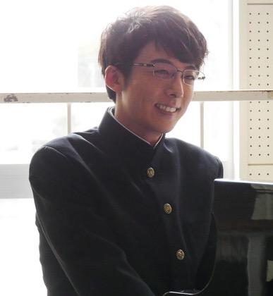 31歳の中村倫也、学ラン違和感ゼロ「半分、青い。」で披露