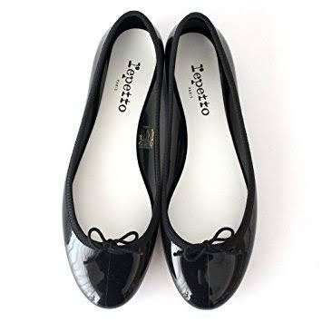 街へお買い物に行くとき履いているのはどんな靴ですか