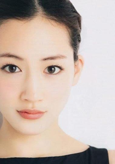 化粧品の広告っぽい画像を貼るトピ