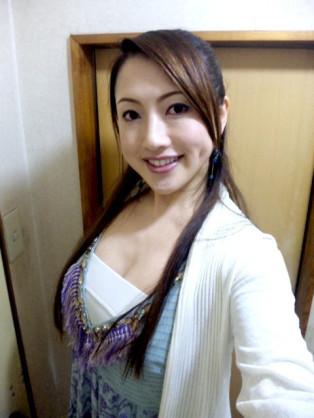 宮崎謙介氏、妻のセクシー写真集を否定「あの枠と妻は全然違う」