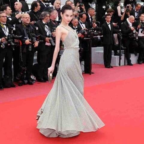 中国人女優がレッドカーペットで必死のアピール?無名の「自称セレブ」なぜか乱入&転倒も―カンヌ映画祭