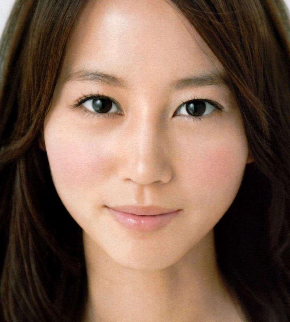 「堀北真希の妹」と噂のモデルNANAMI 動画で見てもやっぱりそっくり?