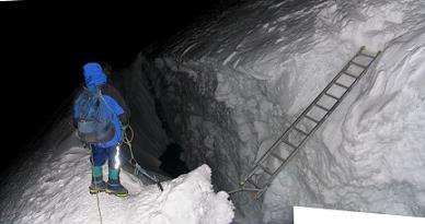 スイスで登山中の17歳の日本人男性 クレバスに転落死 深さ12m