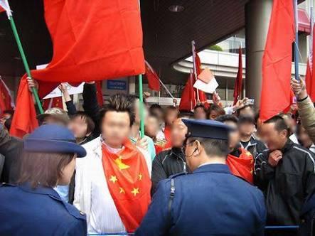 中国籍の男に押され電車に接触し重体の男性が死亡、傷害致死に切り替え捜査へ