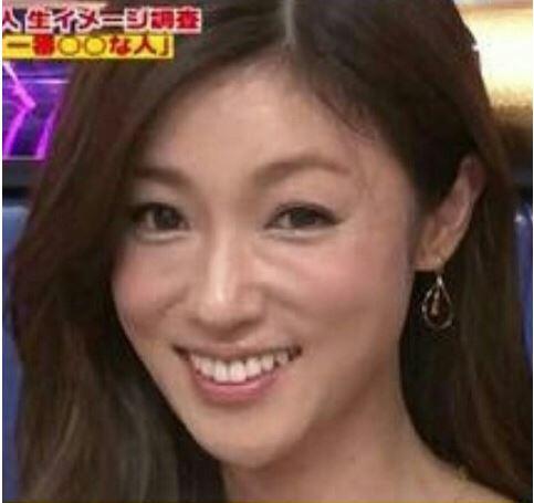 """深田恭子の""""美しき妻""""にくぎ付け 映画『空飛ぶタイヤ』場面写真が公開"""