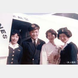 JAL 10回目となる男性だけの「こいのぼりフライト」 CA全員が男性となる便も