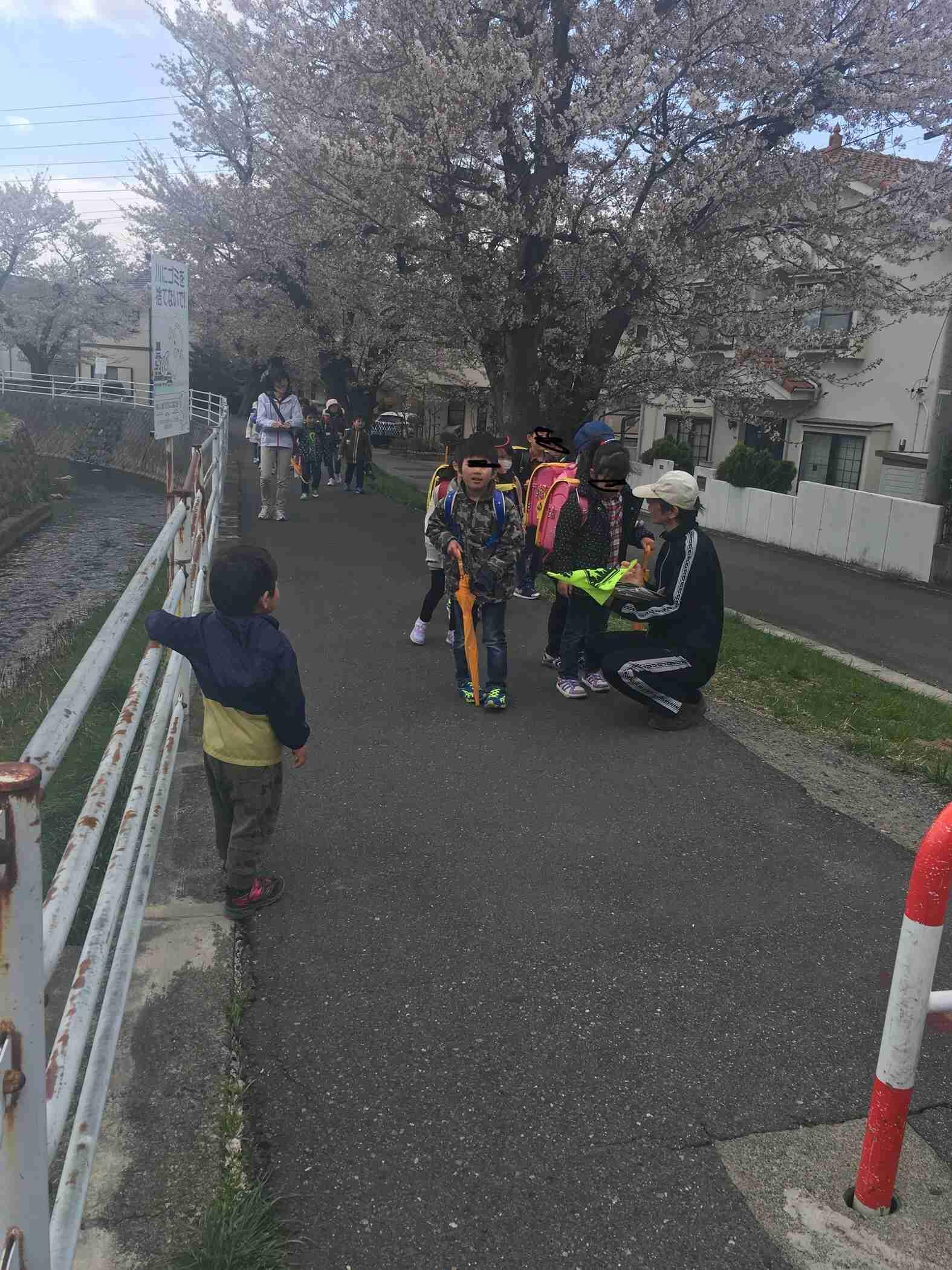 側溝で小1女児転落し流され重体 滋賀・甲賀市