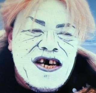 """野性爆弾くっきーの""""坂上忍""""顔マネが激似 ダウンタウン、山崎夕貴アナも「似てる!」と大笑い"""