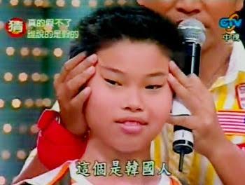"""人種差別""""つり目""""ポーズで炎上中のマラドーナがSNSで釈明「アジア人が応援してくれるなんて…」"""