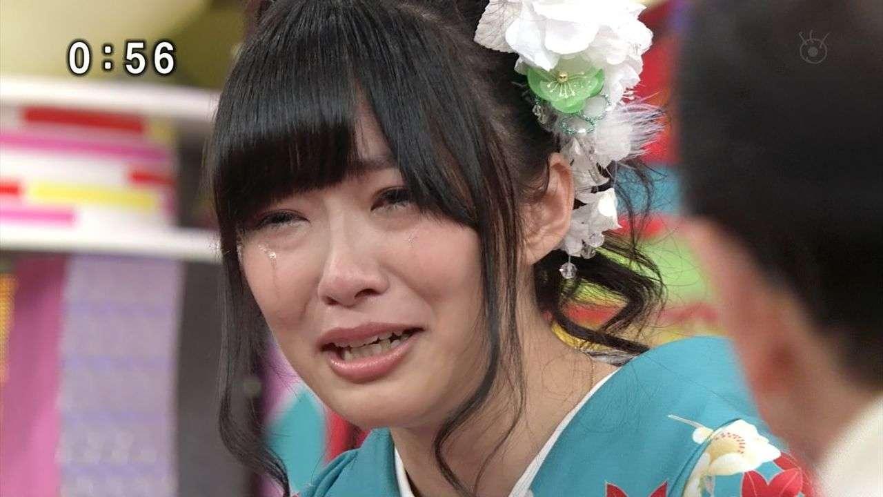 面接で泣いて合格!? 「涙は女の武器になる」の声に賛否