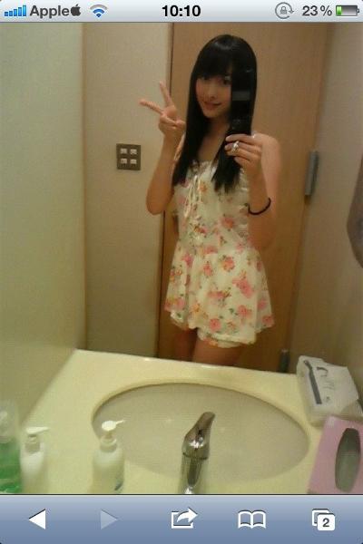 ある女性がバスルームで撮ったセルフィーの「おかしい部分」にツッコミ殺到
