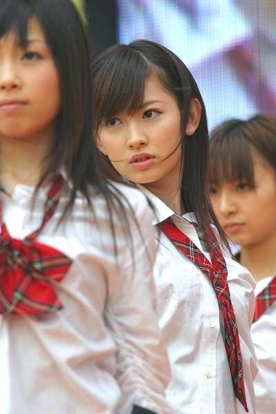 小嶋陽菜、ふんわり美バストチラ見せ ビキニ姿が大人可愛い
