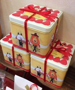 可愛いお菓子の缶が見たいです。