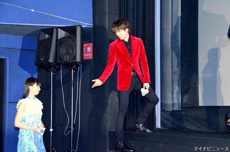 新田真剣佑、クールなスーツ姿にファン興奮「イケメンすぎ」「リアル王子様」