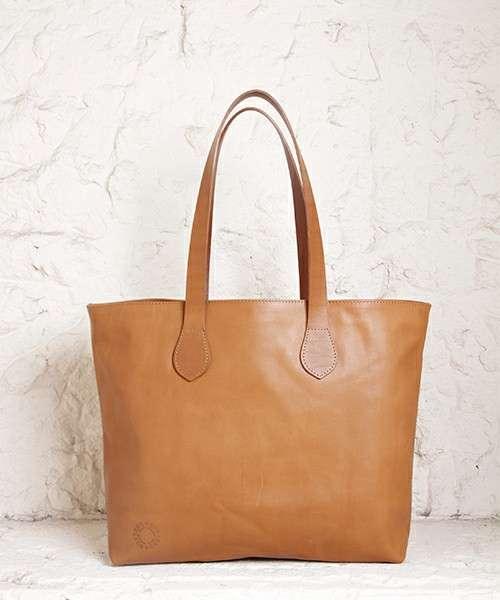 万能なバッグの色