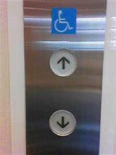 エレベーターの開閉ボタンを押し間違える人にはこう見えていた!? 「まさにこれ」「なんだか混乱してきた」