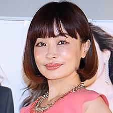 平子理沙、「白衣姿もセクシー!」化粧品ブランド設立でレアな姿が話題に